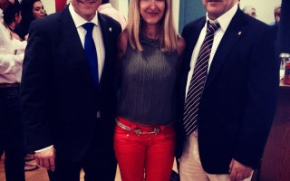 Nadia Sarudiansky General Manager de Personal Plus. A la derecha de la foto; el Presidente del Comité Olímpico Español y a la izquierda de la foto el Presidente de la Federación Española de Balonmano.